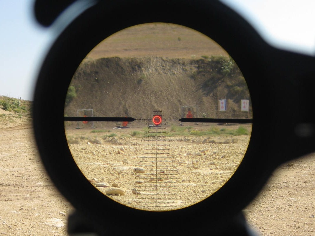 Leupold-Mark-8-1.1-8-CQBS-reticle-picture-at-250-yards-illuminated.jpg